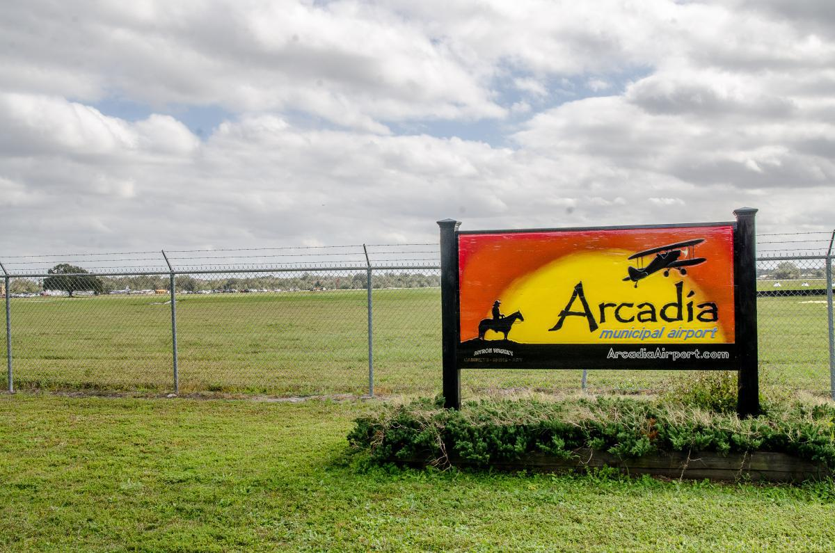Arcadia Municipal Airport X06 sign