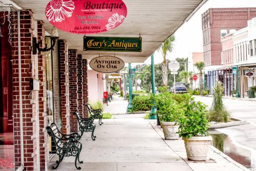 The shops: Boutique, Cory's Antiques, Antiques on Oak.